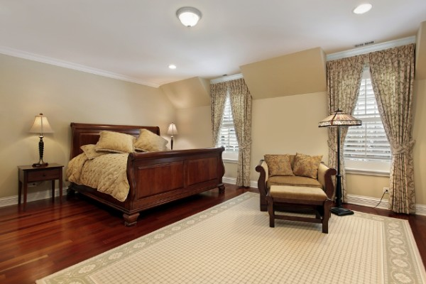 Wood and Carpet Bedroom Design