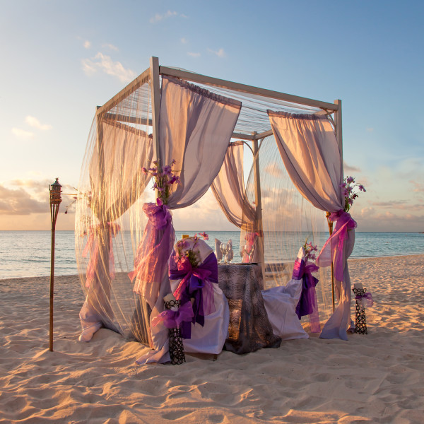 wedding ceremony idea on the beach