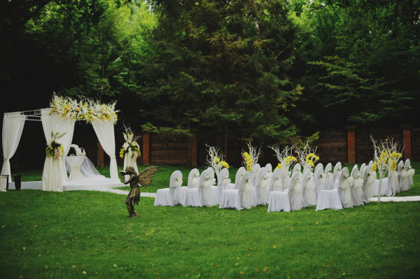 outdoor green park wedding ceremony